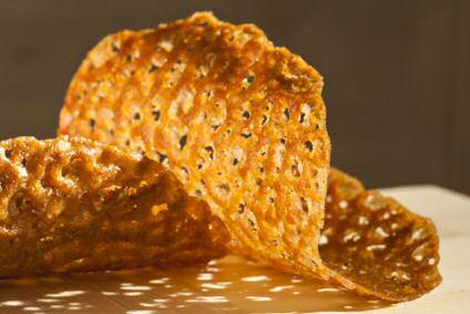 Kletskoppen zijn zeer dunne koekjes die je na het bakken en voor het uitharden kan oprollen of plooien